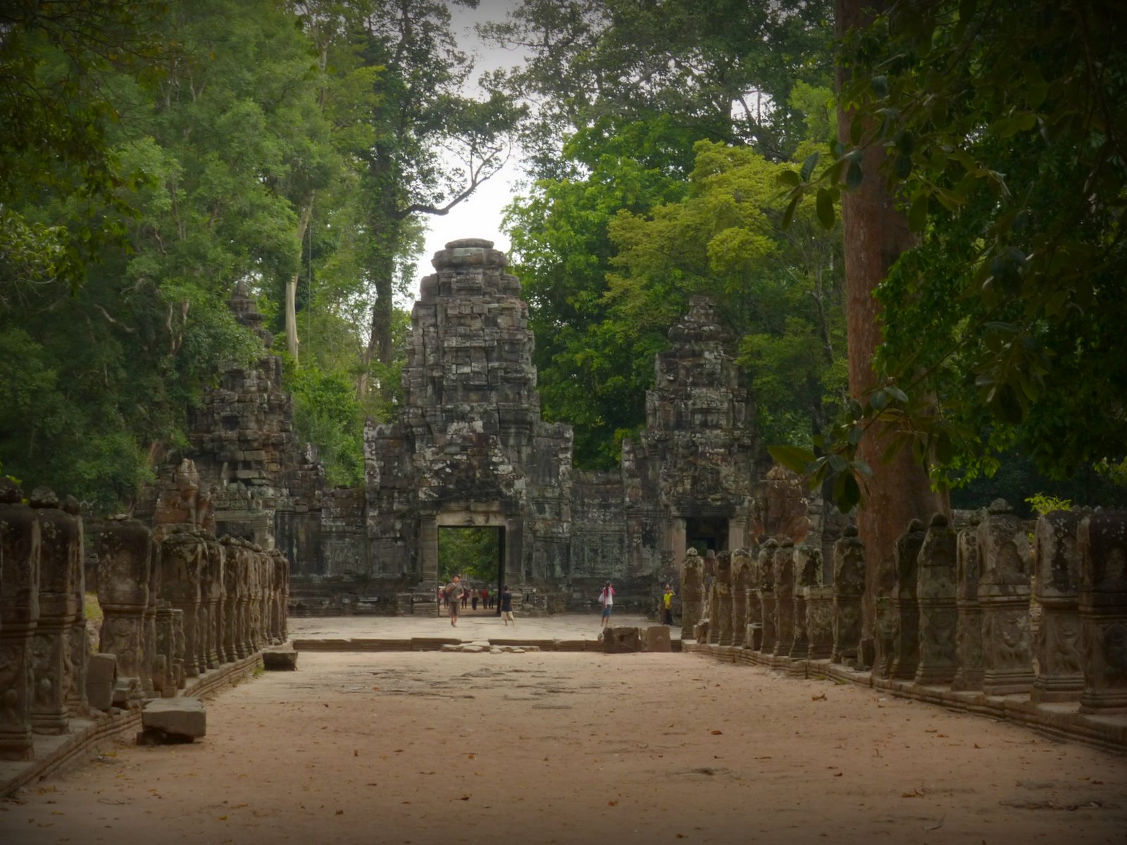 The causeway leading up to Preah Khan.