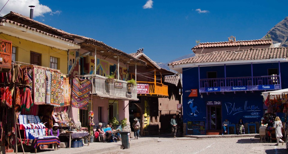 Pisac's main plaza. Did we make it in time to catch our bus?