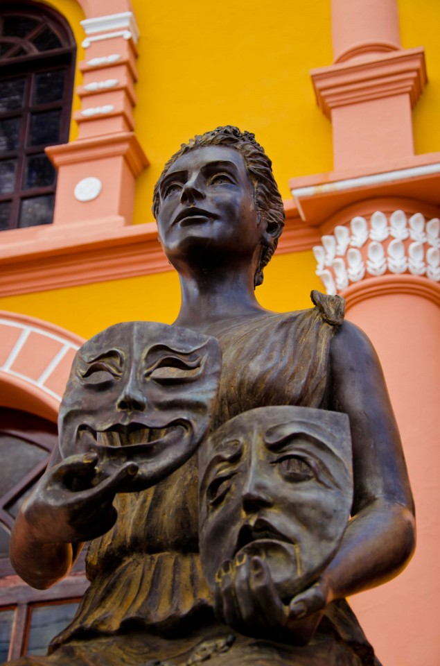 Statue outside the theater in Leon