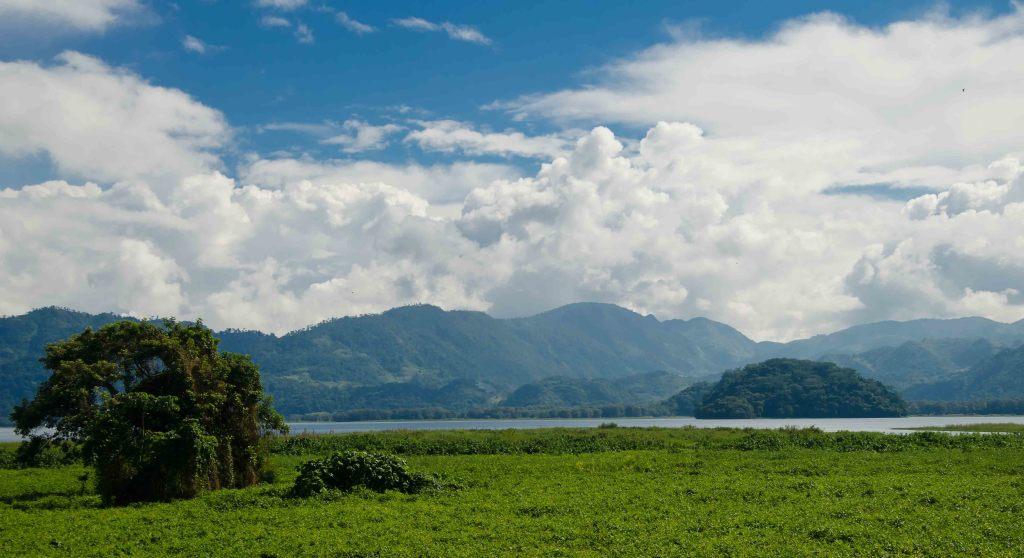Hiking near the Lago de Yojoa