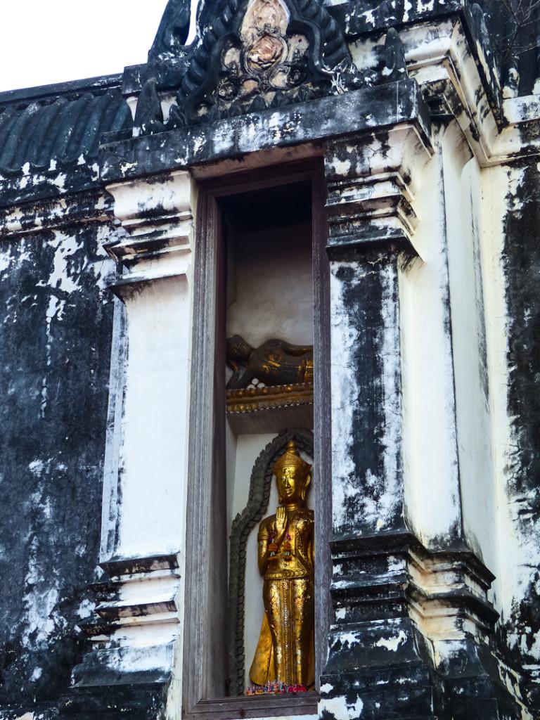 Hidden golden Buddhas