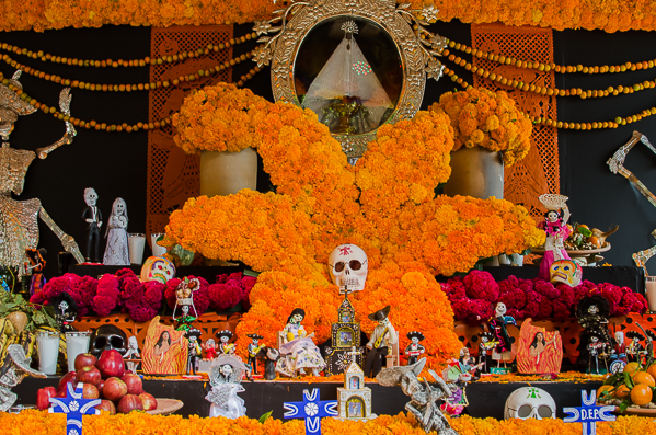 The Zócalo Ofrenda (altar)